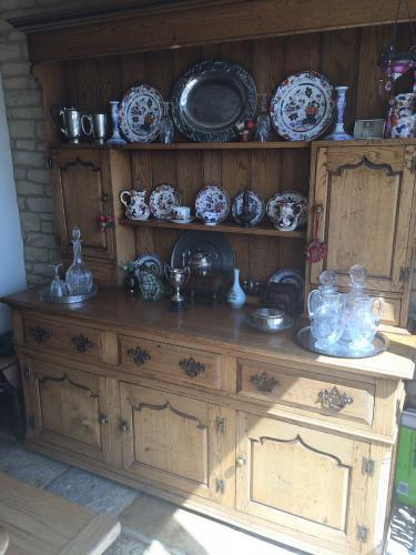 Reproduction jointed oak dresser