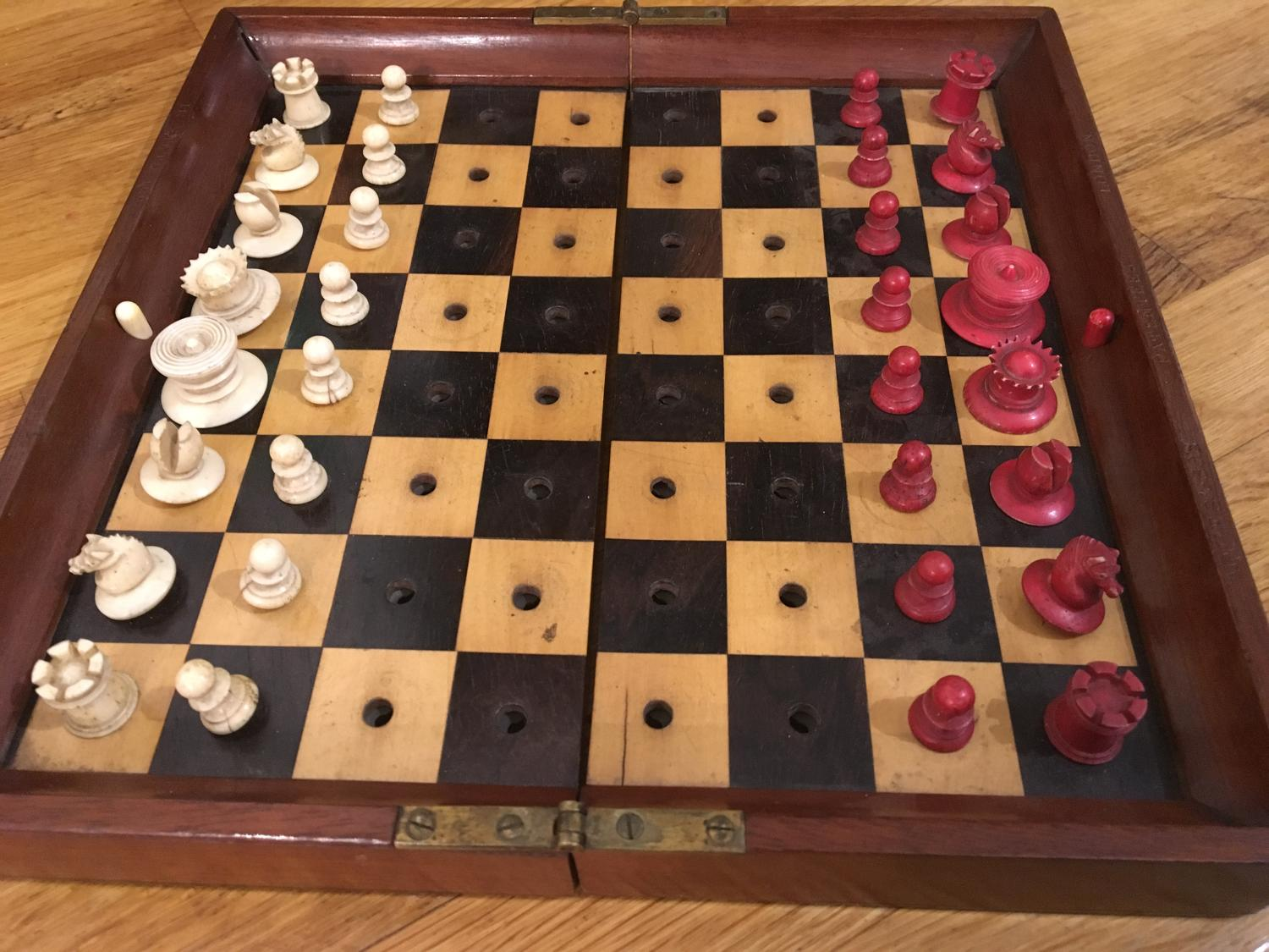 Jaques 'In Status Quo' travelling chess set
