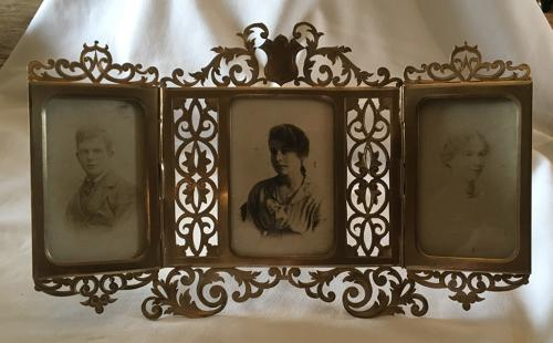 Alphonse Giroux of Paris folding photograph frame
