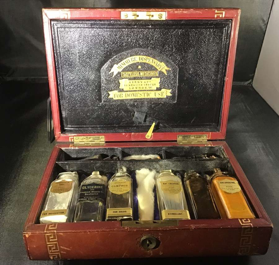 Leather apothecary case for domestic use