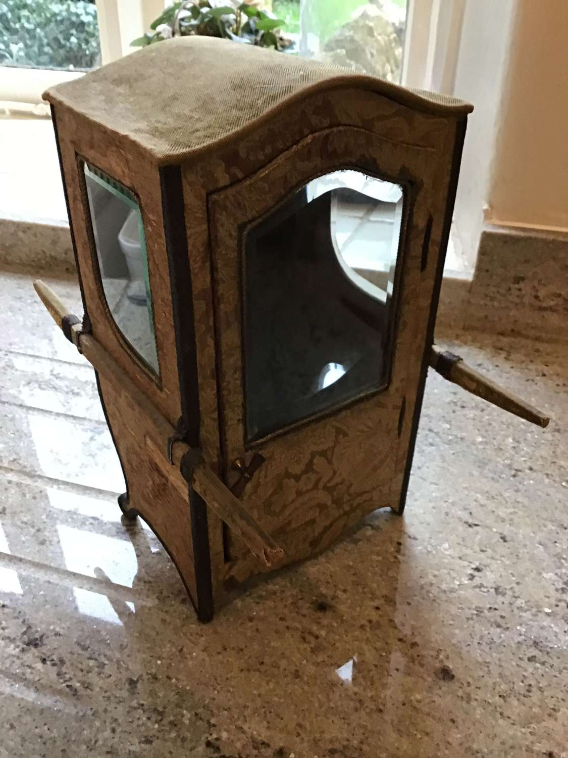 Bijouterie Cabinet In The Form Of A Sedan Chair